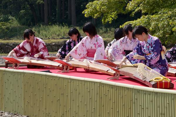 朝倉氏遺跡「観光おもてなし事業」 (平成25年9月22日)<br/>最近では屋外演奏もします。一つ一つの演奏機会が私たちのエネルギーです!!