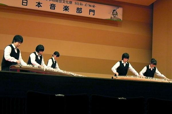 全国高等学校総合文化祭日本音楽部門富山大会 (平成24年8月11日)<br/>全国の大舞台での演奏は、とても緊張しました。少数ながら、渾身の演奏ができました。