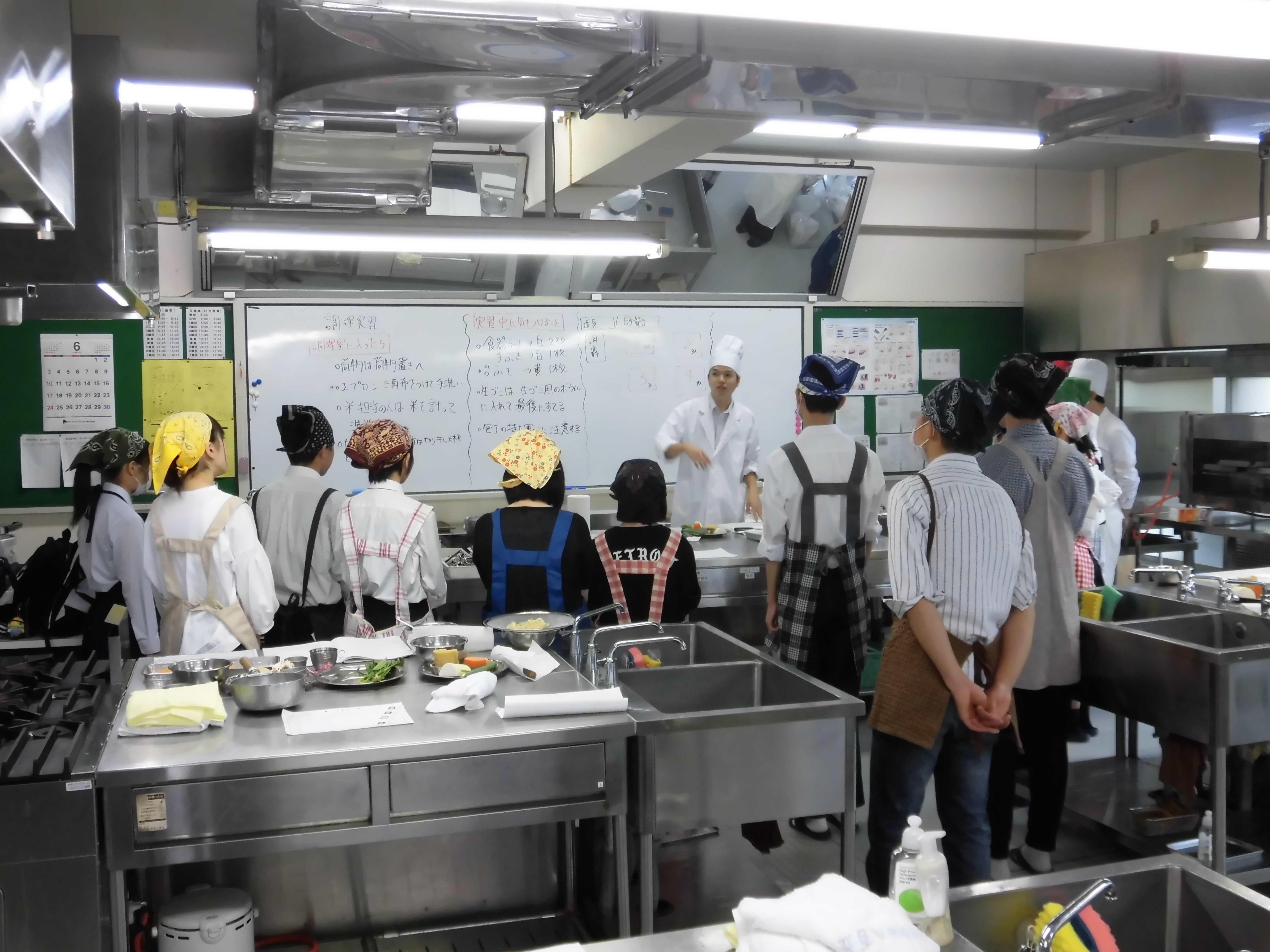 家庭基礎の調理実習|啓新高等学校 通信制